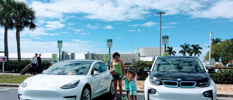how do federal and state electric car incentives work?